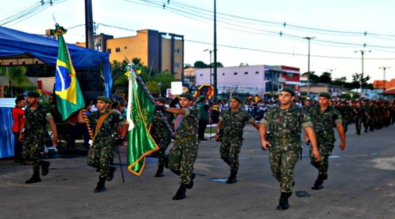 Desfile cívico e shows encerram comemorações em Cruzeiro do Sul
