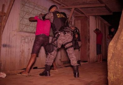 Dupla é presa suspeita de tráfico de drogas