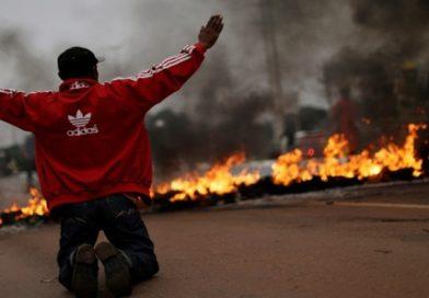 Fotos mostram o dia de greve com protestos no país