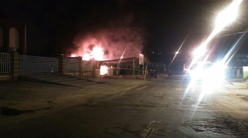 Lanchonete tem perda total em incêndio e prejuízo ultrapassa R$ 30 mil
