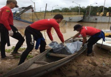 Bombeiros resgatam corpo de homem nas águas do rio Juruá, no município de Guajará-AM
